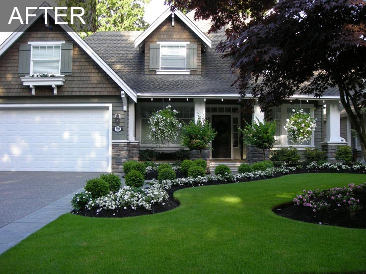 White flower yard landscape frontyard front yard for Front flower bed landscaping ideas